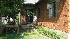 Будинок і земельну ділянку (площа 0.18га.) в м.Тисмениця,продає Спартак